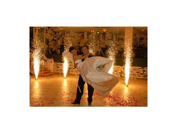 Холодный огнь во время первого танца